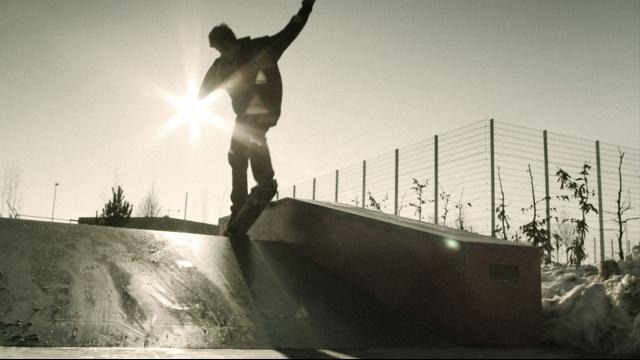 スケートボードの裏側の大きな世界 のサムネイル画像