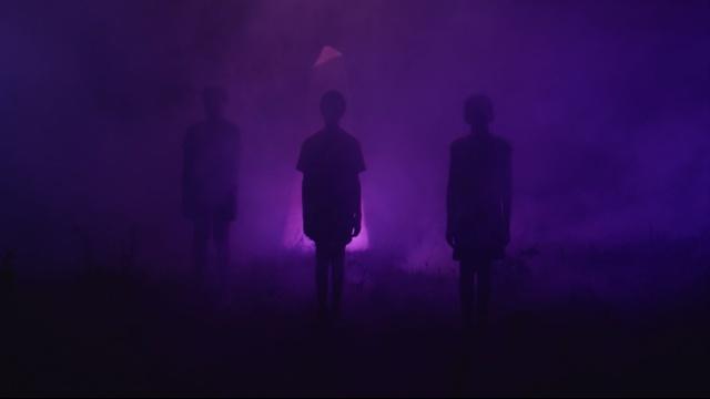 3人の少年と不思議な物体 のサムネイル画像