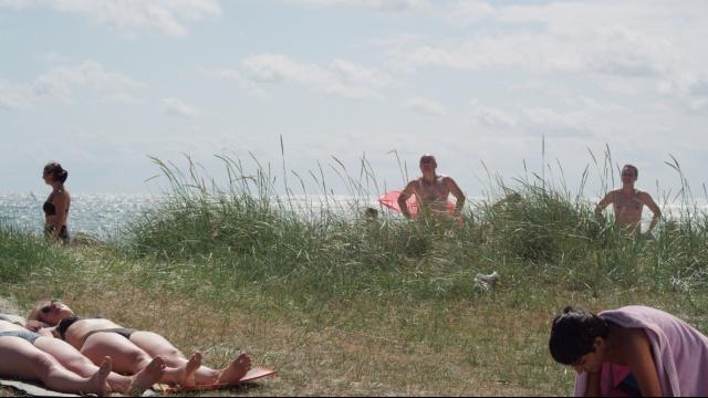 とあるビーチで のサムネイル画像