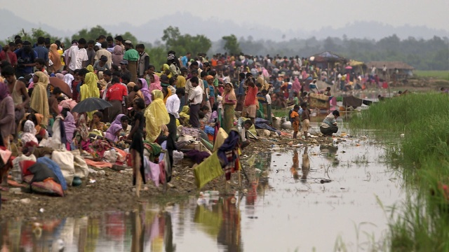 アワ・ワールド 世界は今 : トゥラトリ村の大虐殺 のサムネイル画像
